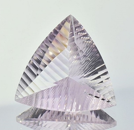 Amethyst Trillion-Laserschliff very light lilac 39.97 ct