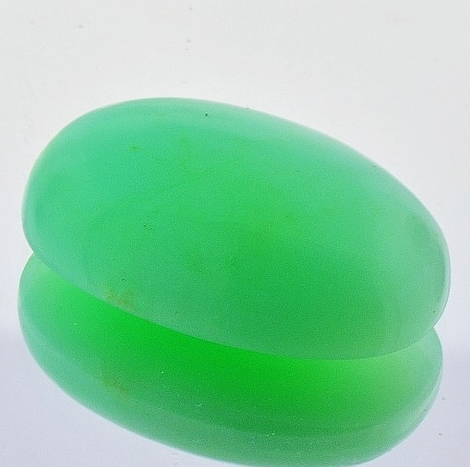 Chrysoprase oval 33.13 ct