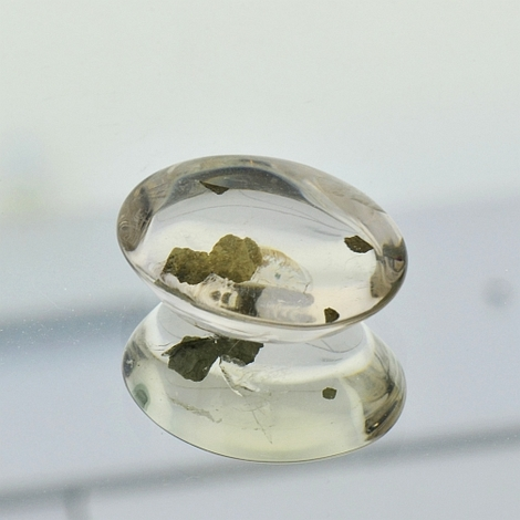 Quartz mit Pyrite oval 14.78 ct