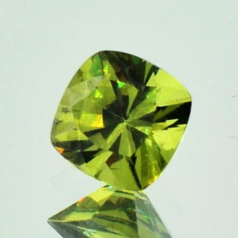 Demantoid Antikquadrat olivgrün 1,47 ct