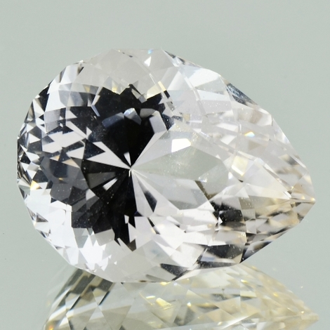 Topaz pear colorless 44.82 ct