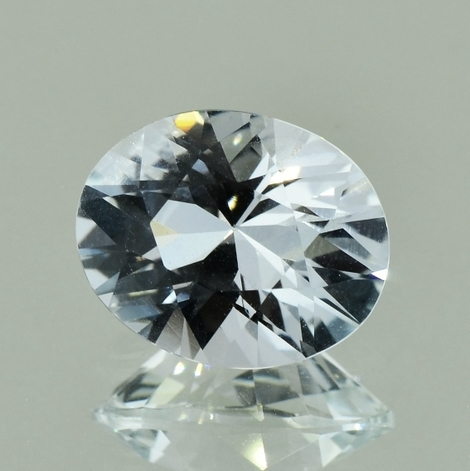 Topaz oval colorless 7.12 ct