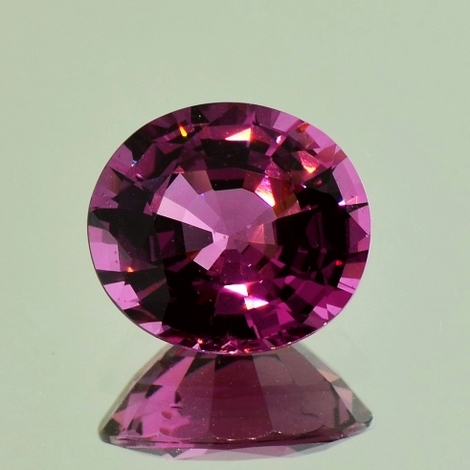 Spinel oval pinkish purple 5.19 ct