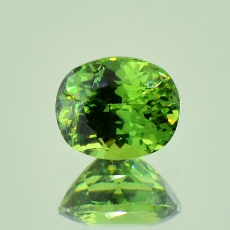 Demantoid, Oval facettiert (1,52 ct.) aus Namibia (Erongo Region)