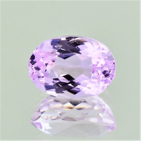 Kunzit, Oval facettiert (4,98 ct.) aus Pakistan