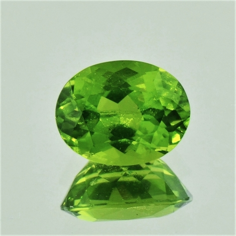 Peridot oval 4,02 ct