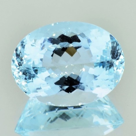 Aquamarin oval ungebrannt 21,89 ct