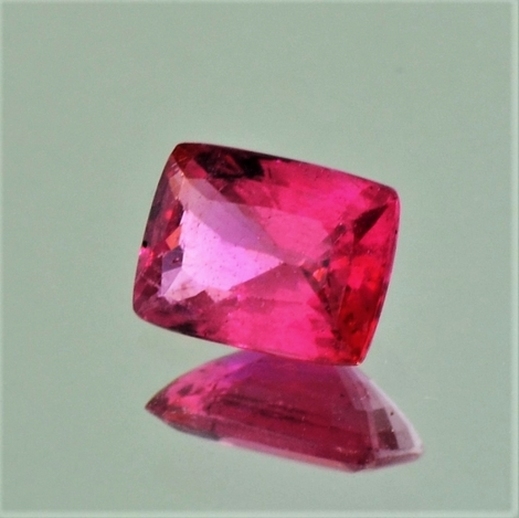 Spinell antik rötlich-pink 1,83 ct