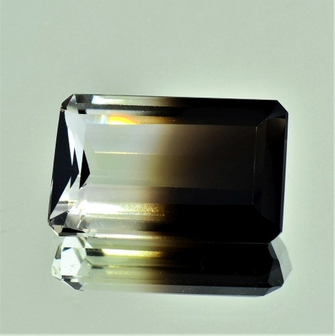 Bicolor Quarz octagon 25,15 ct