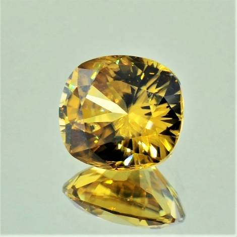 Zircon cushion yellowish 5.05 ct