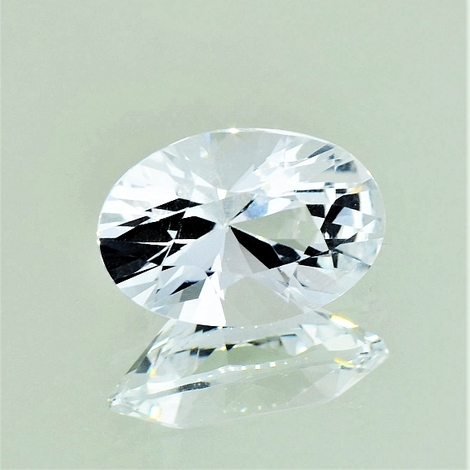Topaz oval colorless 7.50 ct