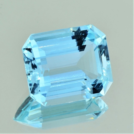 Aquamarin octagon hellblau 21,23 ct