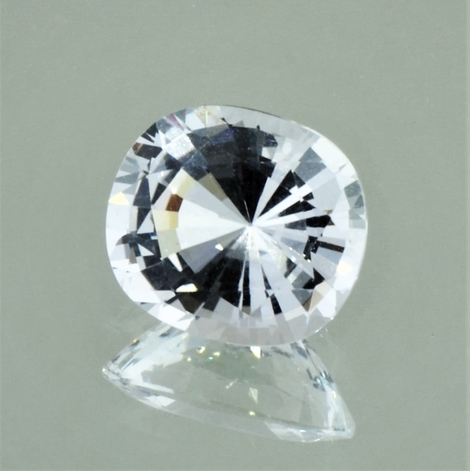 Topaz cushion colorless 5.51 ct