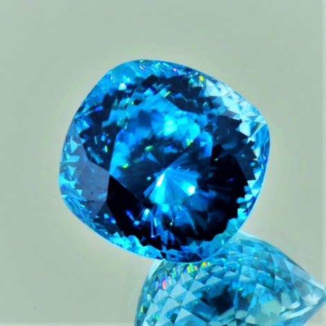 Zirkon antik intensives-blau 18,25 ct