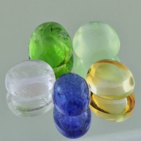 Mixed Lot, Oval Cabochon (30,85 ct.) aus Afrika & Asien