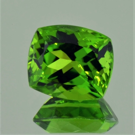 Peridot, Antik facettiert (9,68 ct.) aus Pakistan (Kohistan, Supat Mine)