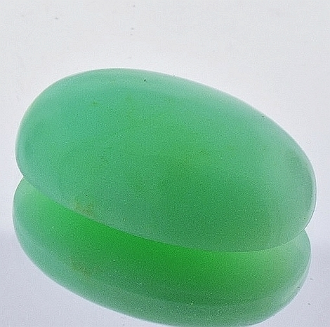 Chrysoprase Cabochon oval light green 33.13 ct
