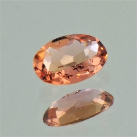 Imperial-Topas, Oval facettiert (0,69 ct.) aus Brasilien (Ouro Preto)