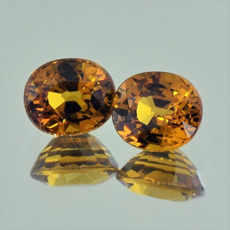 Mali-Garnet Pair oval yellowish-brown 4.12 ct