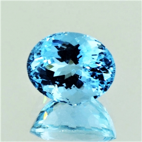 Aquamarine oval intense light blue 4.55 ct