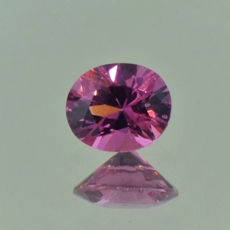 Spinell oval purpur 0,97 ct