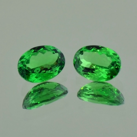 Tsavorite Pair oval green 2.66 ct