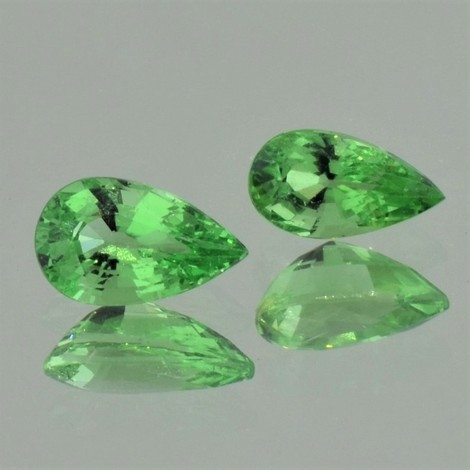 Tsavorite Pair pear green 2.26 ct