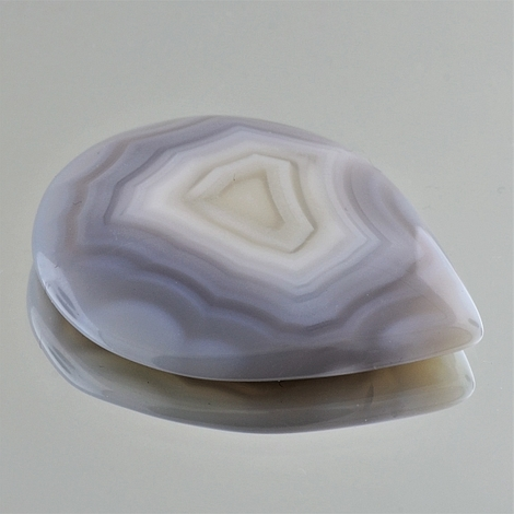 Agate cabochon pear 79.48 ct