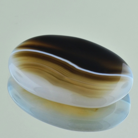 Achat, Oval Cabochon (51,39 ct.) aus Afrika