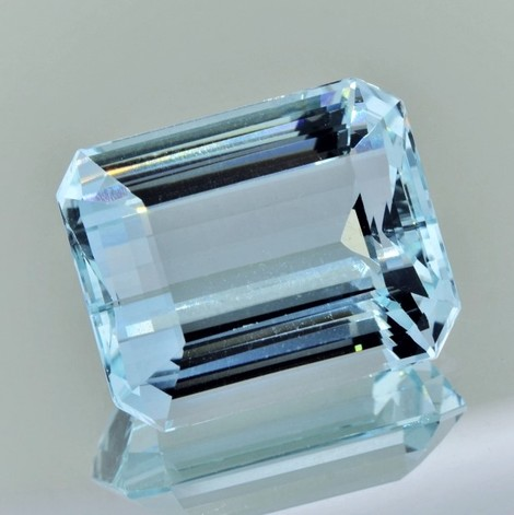 Aquamarin octagon hellblau 25,80 ct