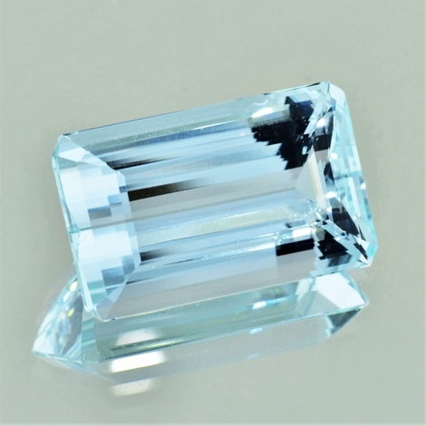 Aquamarine octagon light blue 28.65 ct