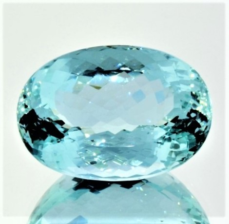 Aquamarin oval ungebrannt 72,82 ct