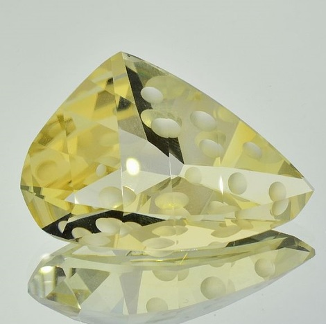 Citrine Design light yellow unheated 82.43 ct