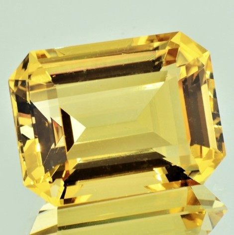 Citrine octagon yellow 47.72 ct