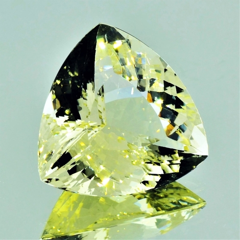 Beryl trillion light yellow 31.60 ct