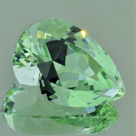 Beryl pear light green 38.58 ct