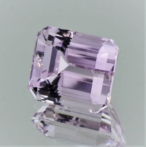 Kunzite octagon light pink 11.30 ct