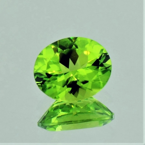 Peridot oval 2.95 ct