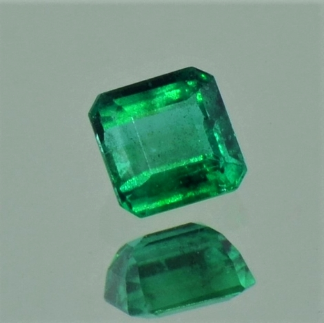 Emerald octagon intensives green 0.45 ct
