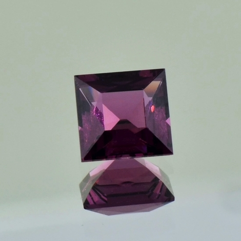 Spinell carree purpur 1,57 ct