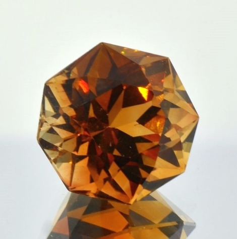 Topaz Octagon-Design orangy brown 21.48 ct