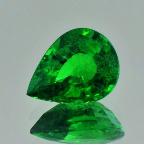 Tsavorite Garnet pear green 5.95 ct.